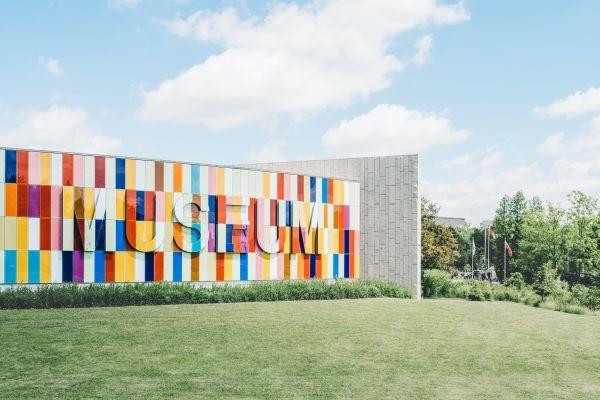 纽约 MoMA 博物馆重新开放了 据说它大到一整天也逛不完