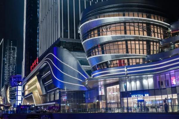 """三天破亿!这座""""高铁穿楼""""的地标购物中心  创下多个记录!"""