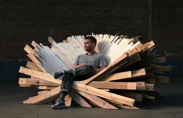 令人难以置信的环保艺术 超大木制王座竟然用这种材料做的